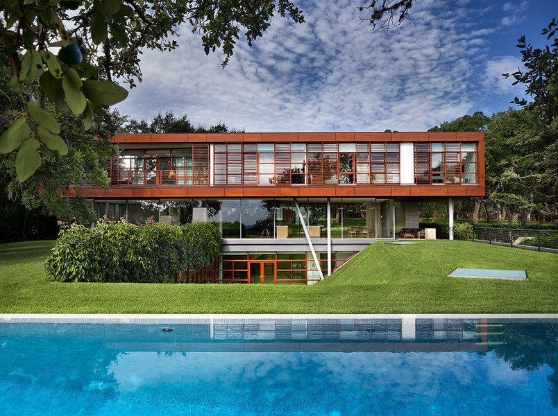 """The Peter Gluck-designed """"Floating Box House"""""""