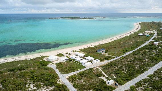 每日豪宅 | 多栋别墅组成的巴哈马海滩热带度假屋