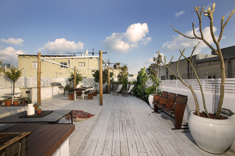 Designed by Emma Shahar, this spacious rooftop takes its cue from native plants and offers multiple a