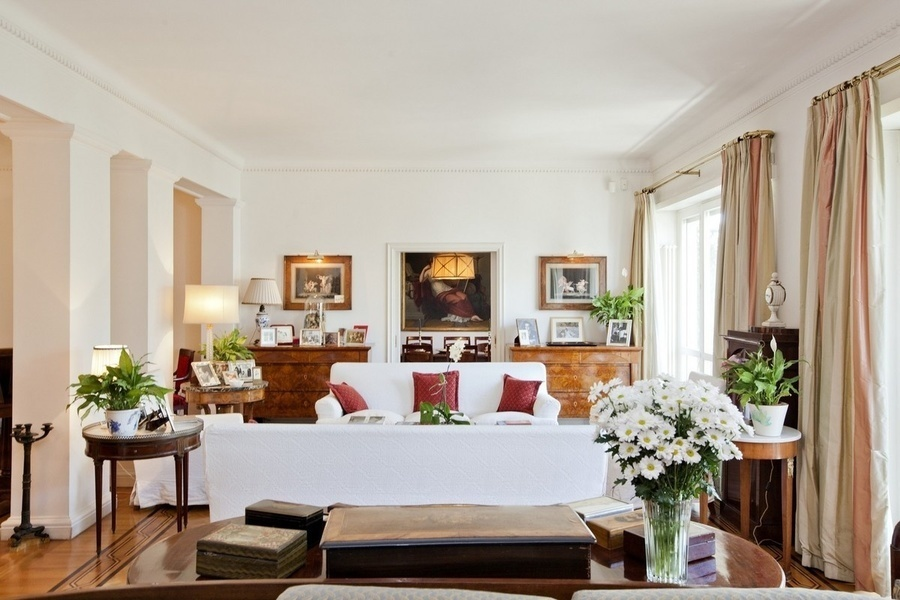 This five bedroom apartment located a few minutes from Villa Borghese and the center of Rome is curre