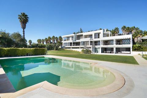 每日豪宅 | 毗邻顶级海滩和球场的葡萄牙现代大宅