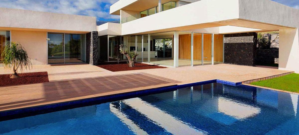 """图为阿巴马高端住宅项目(Abama Luxury Residences)的一栋定制别墅。<a style=""""color: #00b6d0;"""" href=""""http://www.abamahotelre"""