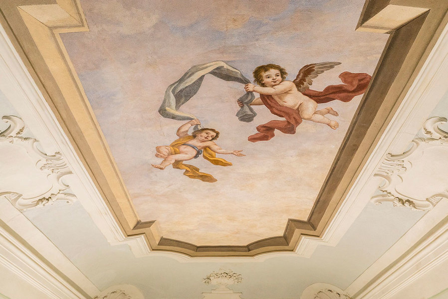 Frescos depicting cherubs feature in the rooms of the villas
